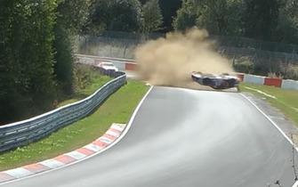 John Shoffner capota Porsche em Nurburgring