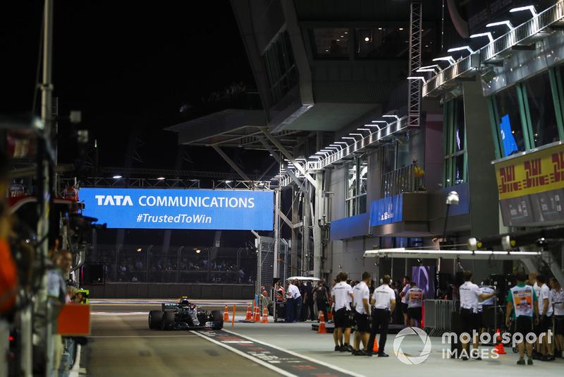 Valtteri Bottas, Mercedes AMG F1 W09 EQ Power+, in pit lane