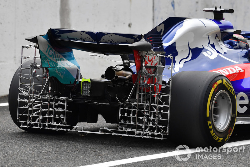 O STR13 com uma grade montada na traseira, coletando dados sobre o fluxo de ar que passa pelo difusor e por fora das rodas traseiras