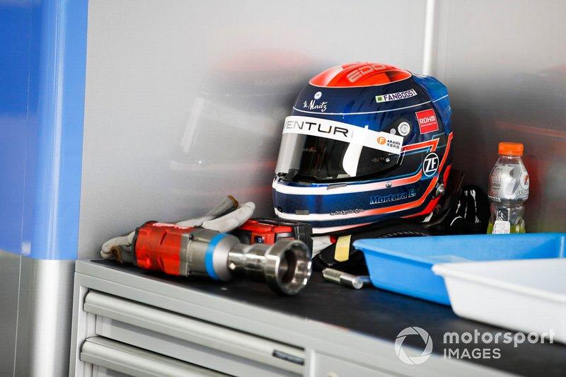 Edoardo Mortara, Venturi Formula E helmet in the garage