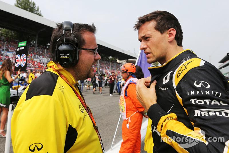 Jolyon Palmer, Renault Sport F1 Team with Julien Simon-Chautemps, Renault Sport F1 Team Race Enginee