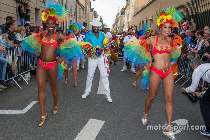 Karayipli dansçılar