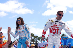 Danica Patrick, Stewart-Haas Racing Chevrolet und Greg Biffle, Roush Fenway Racing Ford