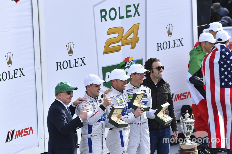 Podium GTLM: primeros, Joey Hand, Dirk Müller, Sébastien Bourdais, Ford Performance Chip Ganassi Racing with Dario Franchitti