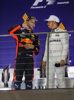 Podium: ganador, Lewis Hamilton, Mercedes AMG F1, segundo, Daniel Ricciardo, Red Bull Racing