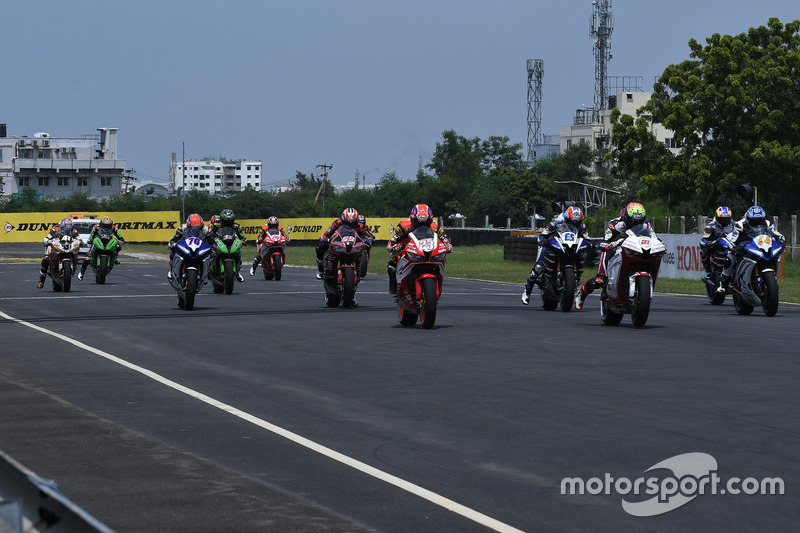 Aksi start Race 1 Asia Production 250cc