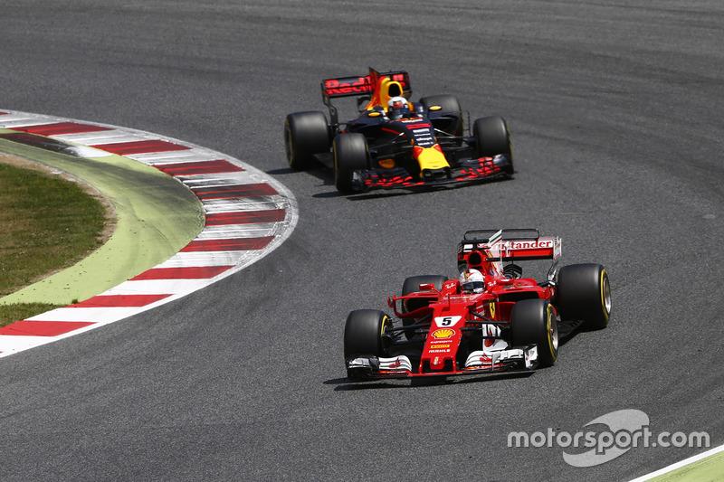 Себастьян Феттель, Ferrari SF70H, и Даниэль Риккардо, Red Bull Racing RB13