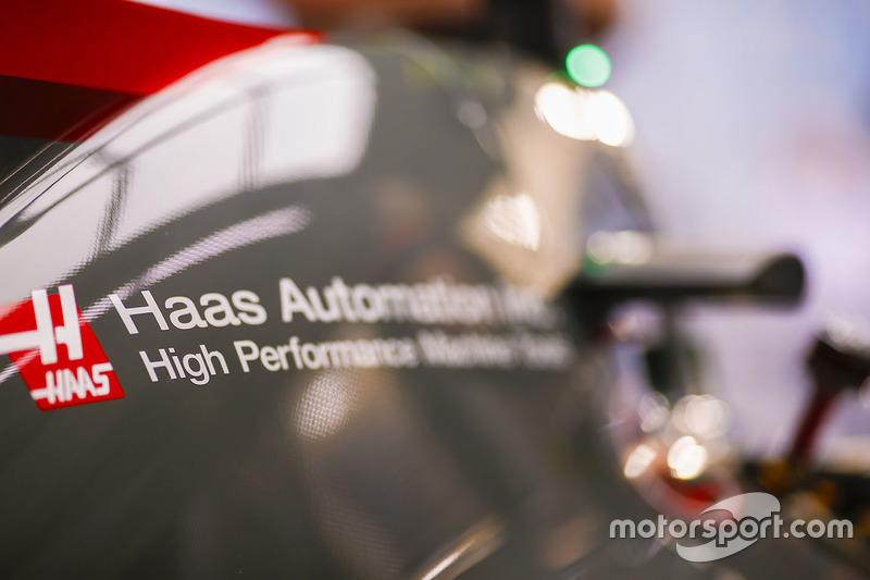 Болід Haas F1 Team