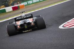 Fernando Alonso, McLaren MCL32 envoie des étincelles en l'air