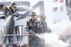 Pro-Am Podyum: Yarış galibi #16 Black Falcon Mercedes-AMG GT3: Oliver Morley, Miguel Toril, Maximilian Götz, Marvin Kirchhöfer