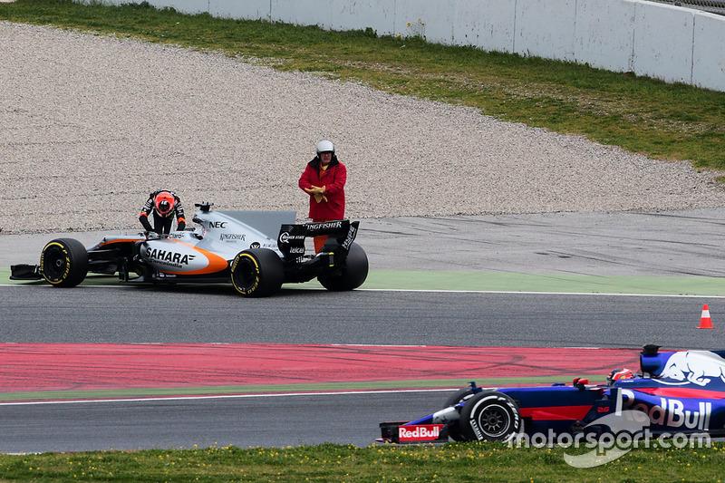 Esteban Ocon, Sahara Force India F1 VJM10 se detiene en el circuito