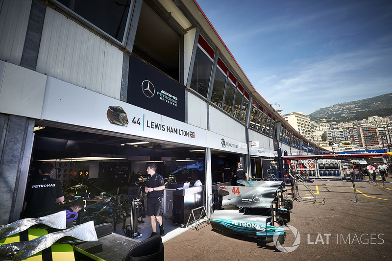 the garage of lewis hamilton mercedes amg f1 a gp di ForGarage Mercedes Monaco