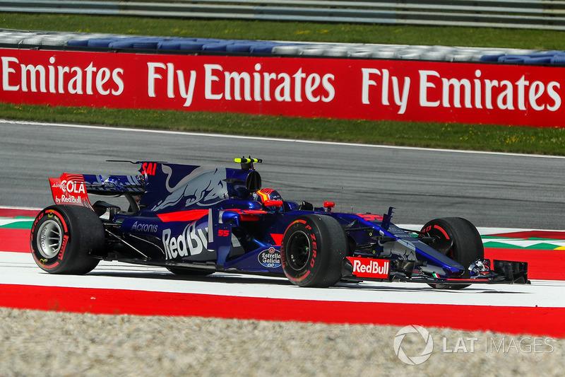 Карлос Сайнс-молодший, Scuderia Toro Rosso STR12, у зоні вильоту