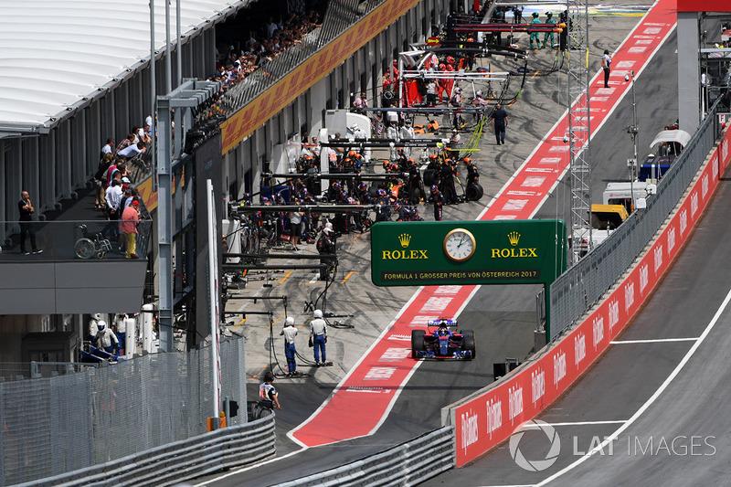 Carlos Sainz Jr., Scuderia Toro Rosso STR12 leaves pit lane