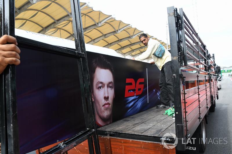 El nombre de Daniil Kvyat, Scuderia Toro Rosso es eliminado