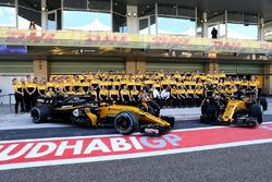 Carlos Sainz Jr., Renault Sport F1 Team and Nico Hulkenberg, Renault Sport F1 Team at the Renault Team photo