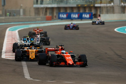Fernando Alonso, McLaren MCL32, Nico Hulkenberg, Renault Sport F1 Team RS17, Lance Stroll, Williams FW40