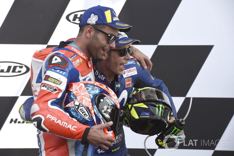 Podium: segundo, Danilo Petrucci, Pramac Racing, tercero, Valentino Rossi, Yamaha Factory Racing