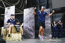 Daniel Ricciardo, Red Bull Racing, lassos Max Verstappen, Red Bull, on stage