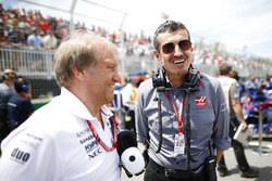 Bob Fernley, Deputy Team Principal, Force India, and Guenther Steiner, Team Principal, Haas F1, on the grid
