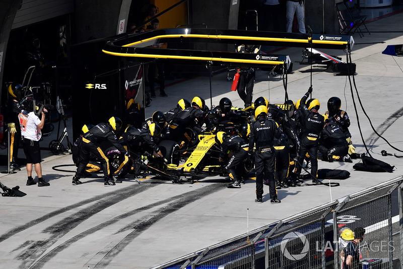 Carlos Sainz Jr., Renault Sport F1 Team R.S. 18 au stand