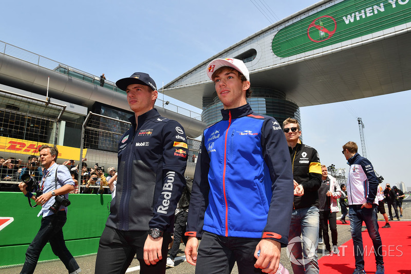 Max Verstappen, Red Bull Racing and Pierre Gasly, Scuderia Toro Rosso on the drivers parade