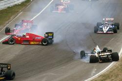Crash: Stefan Johansson, Ferrari F186, Teo Fabi, Benetton B186