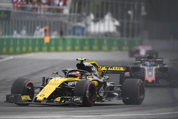 Carlos Sainz Jr., Renault Sport F1 Team R.S. 18 and brake dust