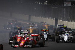 Kimi Raikkonen, Ferrari SF16-H, Sebastian Vettel, Ferrari SF16-H, Felipe Massa, Williams FW38 Mercedes, Sergio Perez, Force India VJM09 Mercedes, Carlos Sainz Jr., Scuderia Toro Rosso STR11 Ferrari au départ