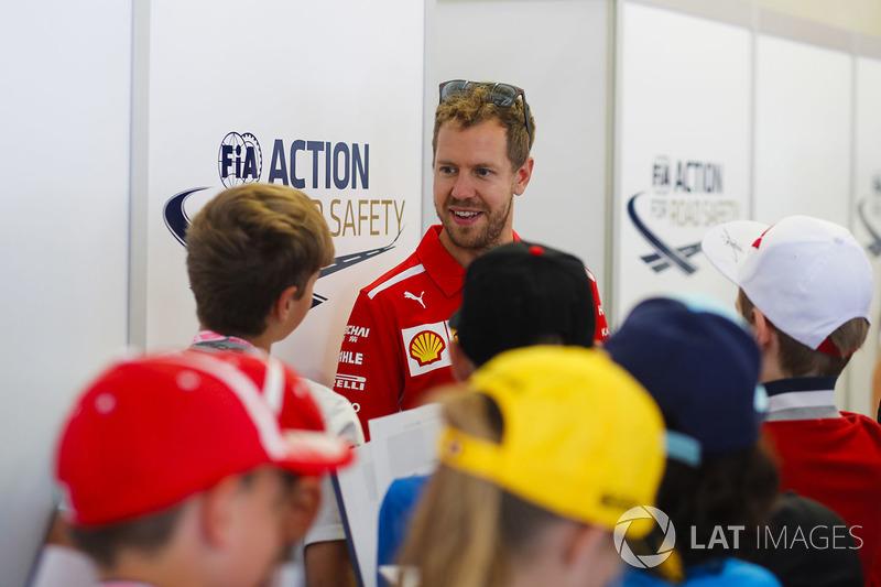 Sebastian Vettel, Ferrari, rencontre des enfants