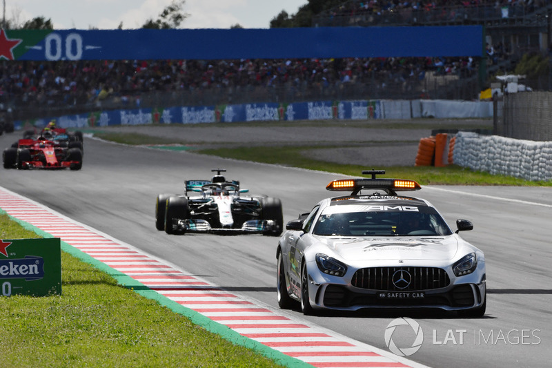 Safety car leads the field at the start of the race