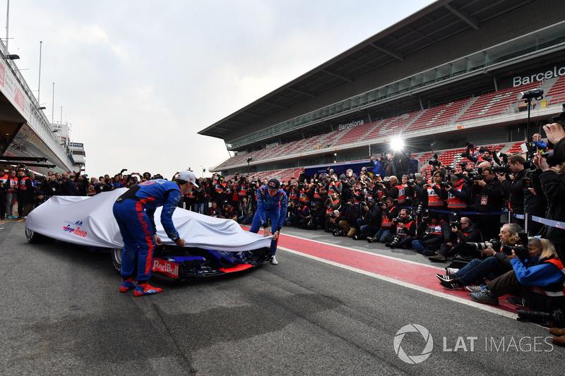 Pierre Gasly, Scuderia Toro Rosso STR13 and Brendon Hartley, Scuderia Toro Rosso STR13 unveil the ne