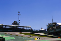 Carlos Sainz Jr., Renault Sport F1 Team RS17, Valtteri Bottas, Mercedes AMG F1 W08, Kimi Raikkonen,