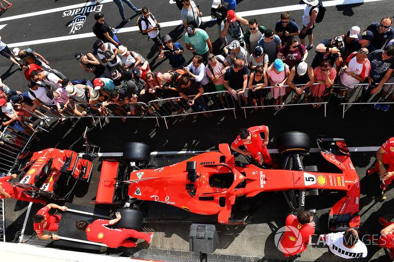 Ferrari SF71H and fans