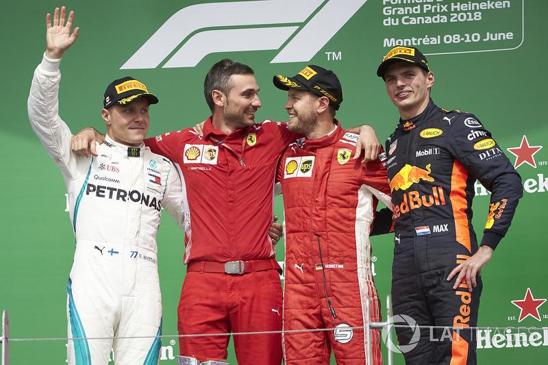 Valtteri Bottas, Mercedes AMG F1, Nicola Bariselli, Race Engineer, Ferrari, Sebastian Vettel, Ferrar