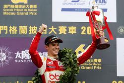 Podio: Ganador de la carrera Callum Ilott, SJM Theodore Racing by Prema, Dallara Mercedes