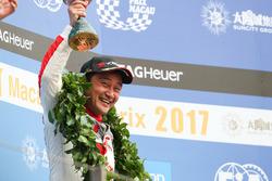 Podio: tercer lugar Ryo Michigami, Honda Racing Team JAS, Honda Civic WTCC