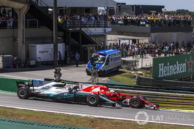Sebastian Vettel, Ferrari SF70H and Valtteri Bottas, Mercedes-Benz F1 W08 battle for the lead at the start of the race