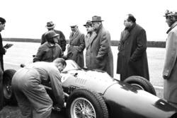 Martino Severi, Enzo Ferrari, Luigi Bazzi ve Carlo Chiti ile Modena'da Ferrari 246 F1 testi
