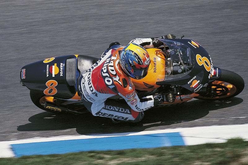 1999. Тадаюкі Окада