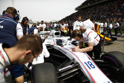 Lance Stroll, Williams FW41 Mercedes, on de grid