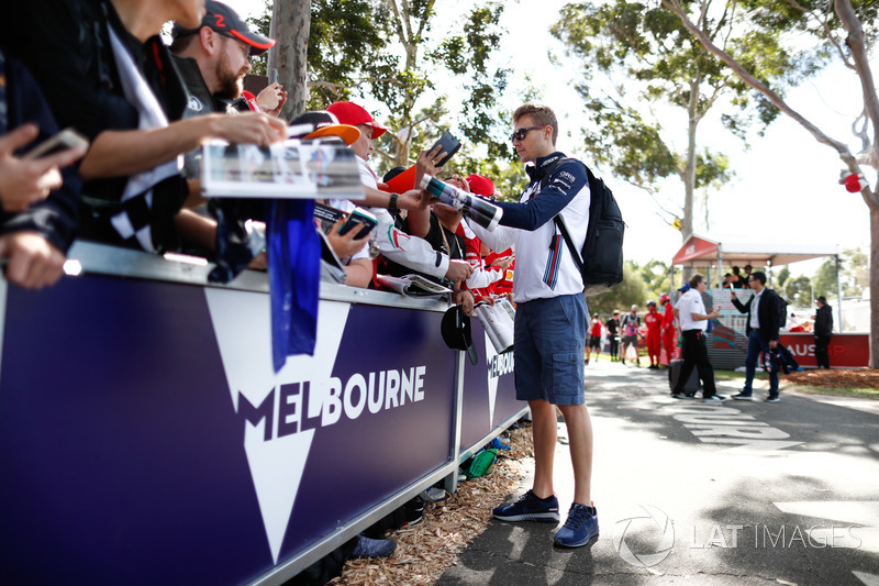 Sergey Sirotkin, Williams Racing, signs autographs for fans