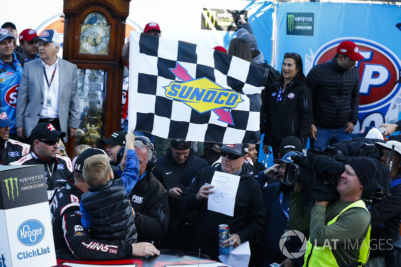 Pemenang balapan, Clint Bowyer, Stewart-Haas Racing, Ford Fusion Haas Automation Demo Day