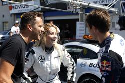 Sébastien Ogier im Mercedes-AMG C63 DTM mit seiner Frau Andrea Kaiser und Timo Scheider