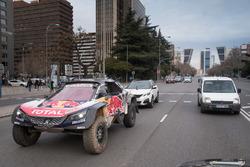 Carlos Sainz, Lucas Cruz, Peugeot Sport nelle strade di Madrid