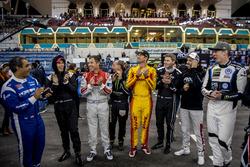 Les pilotes applaudissent le vainqueur