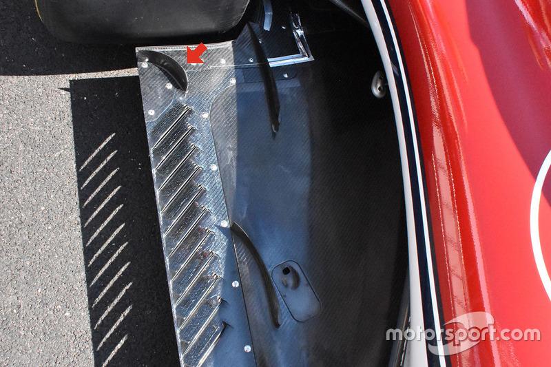 Sauber C37 floor detail