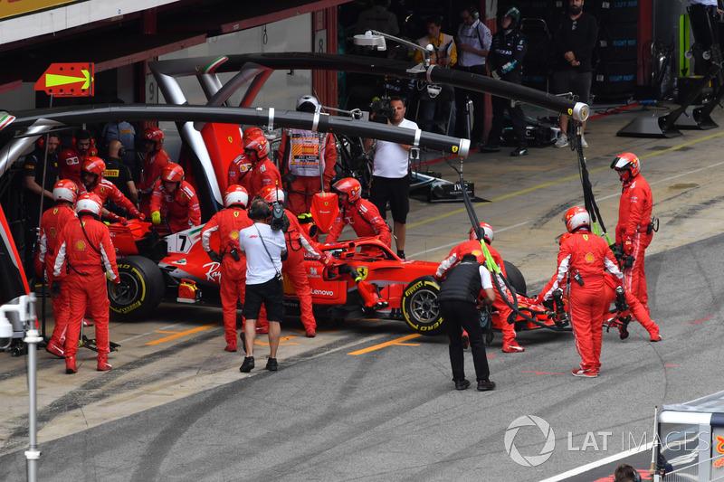 Kimi Raikkonen, Ferrari SF71H, si ritira dalla gara