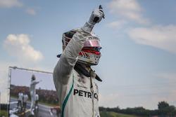 Lewis Hamilton, Mercedes AMG F1 W09 celebrates pole position