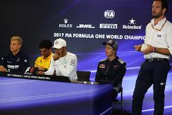 Marcus Ericsson, Sauber, Carlos Sainz Jr., Renault Sport F1 Team, Lewis Hamilton, Mercedes AMG F1, Brendon Hartley, Scuderia Toro Rosso and Matteo Bonciani, FIA Media Delegate in the Press Conference
